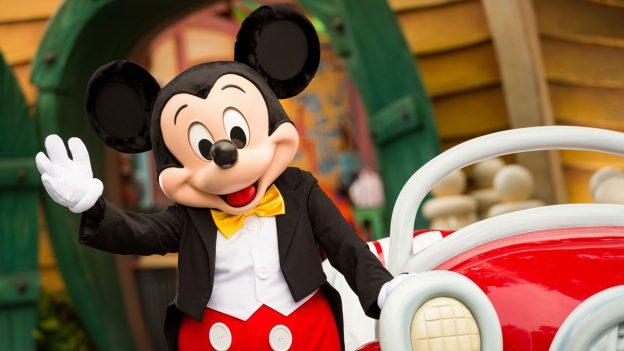 Mickey Mouse-ი 90 წლისაა. იუბილე სტუდიამ Walt Disney კოსტიუმირებული შოუთი აღნიშნა.