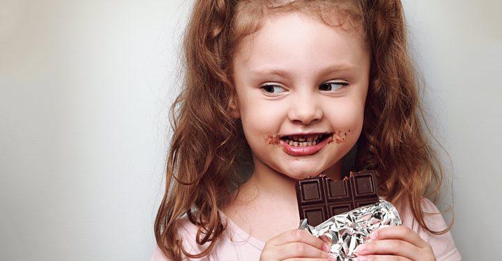 """""""შოკოლადი ორგანიზმიდან კალცს გამოდევნის და ის ძალიან მავნებელია?"""" იხილეთ პედიატრის პასუხი"""