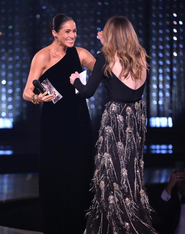 The British Fashion Awards- დაჯილდოვებაზე მთავარი მოულოდნელობა მეგან მარკლის გამოჩენა იყო..იხილეთ  ორსული ჰერცოგინიას ახალი ფოტო