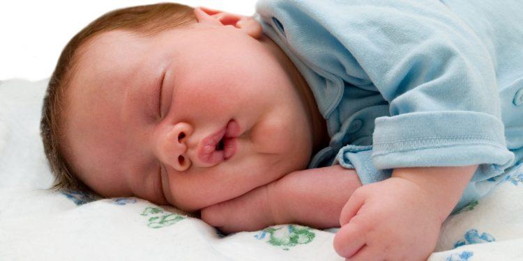 როგორ დავეხმაროთ პატარებს ძილის წინ ჭირვეულობის დროს?ისინი ძილს აღიქვამენ, როგორც საყვარელ ადამიანებთან განშორებას..