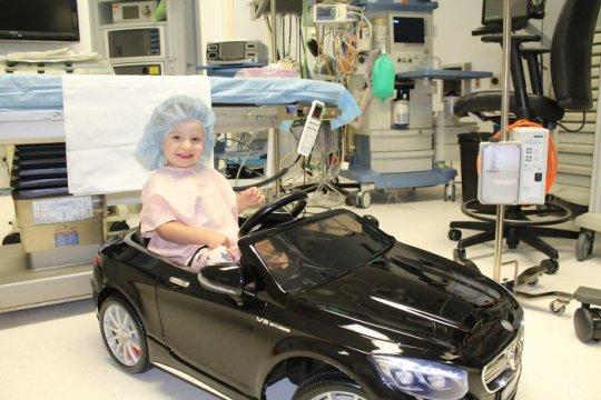 ბავშვებს ოპერაციამდე მერსედესის თუ ბენტლის ელექტრო მანქანებით გართობის საშუალებას აძლევენ - იდეა, რომელსაც  დიდი გამოხმაურება მოჰყვა...