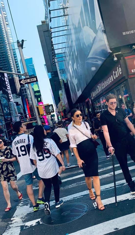 როგორ ფორმაში დასეირნობს ორსული თიკო მოსემღვდლიშვილი ნიუ-იორკის ქუჩებში?