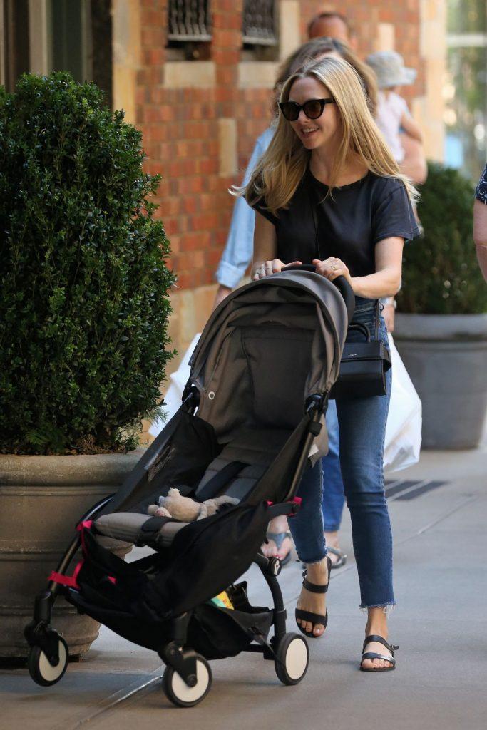 ამანდა სეიფრიდი შვილთან ერთად ნიუ-იორკში! (ფოტოები)