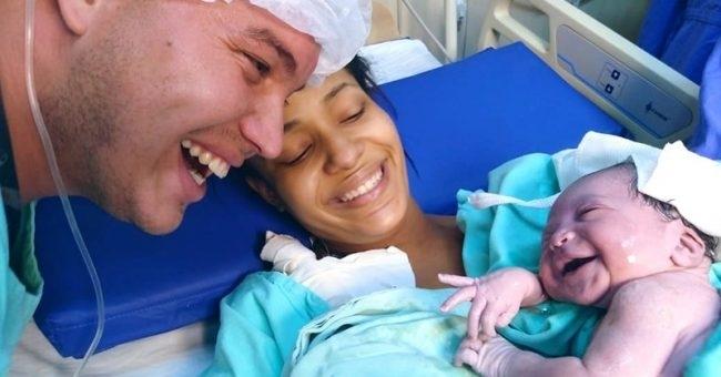 ახალშობილმა დაბადებისთანავე მამის ხმაზე გაიღიმა - ფოტო, რომელმაც ინტერნეტსივრცე მოიცვა