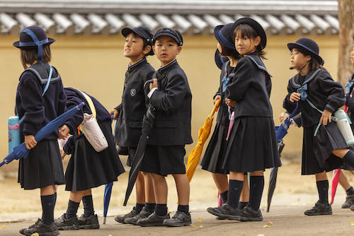 დაწყებით კლასებში მოსწავლეებს არა საგნებს, არამედ ზრდილობას ასწავლიან. იაპონია