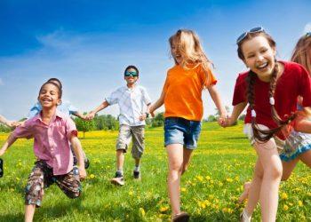 გარეთ ყოფნა აუცილებელია ბავშვის განვითარებისთვის